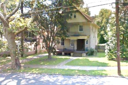 Charming Spacious Victorian House - Trenton - Rumah