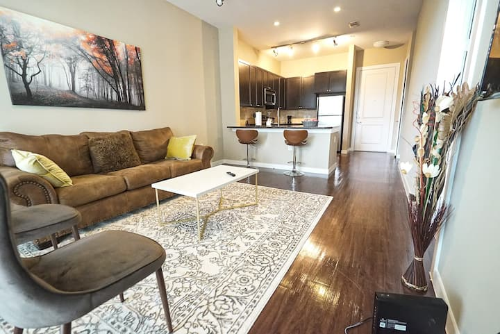 Luxury One Bedroom at River Oaks