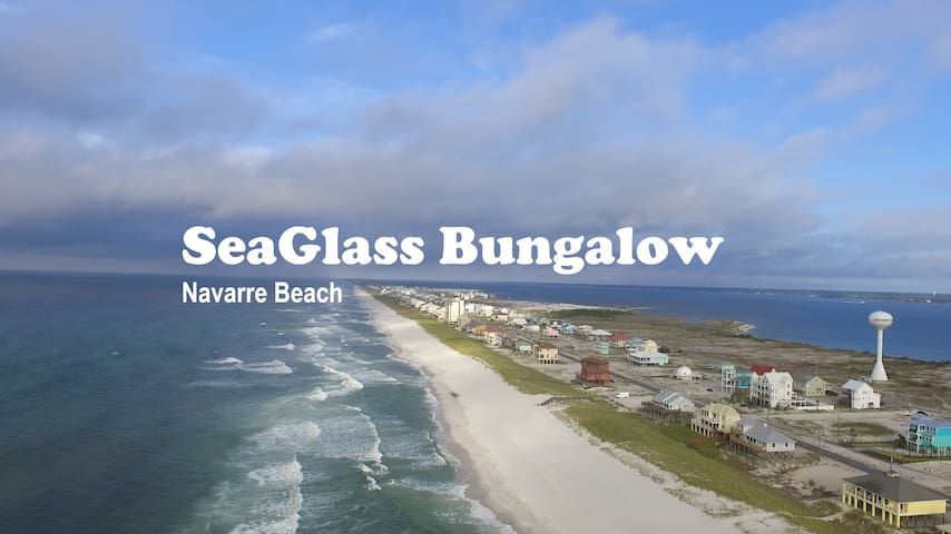 SeaGlass Bungalow (Navarre Beach) with a King Bed!