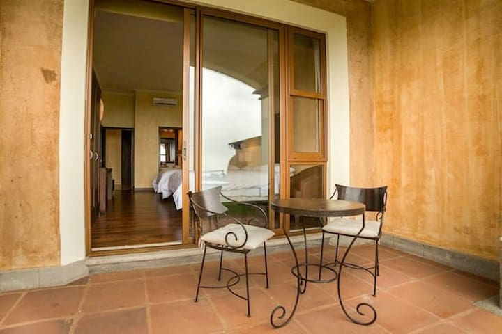 Luxury private room at La Reunion Golf Resort - Alotenango - Villa