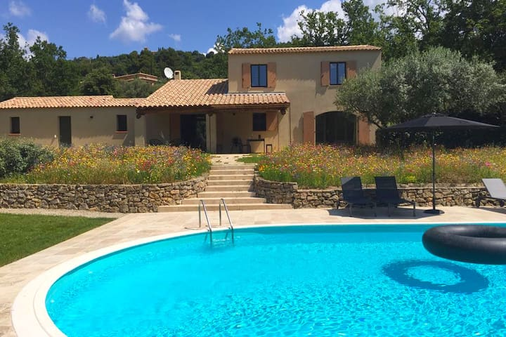 Detached villa, modern furnishings and large swimming pool, beautiful view