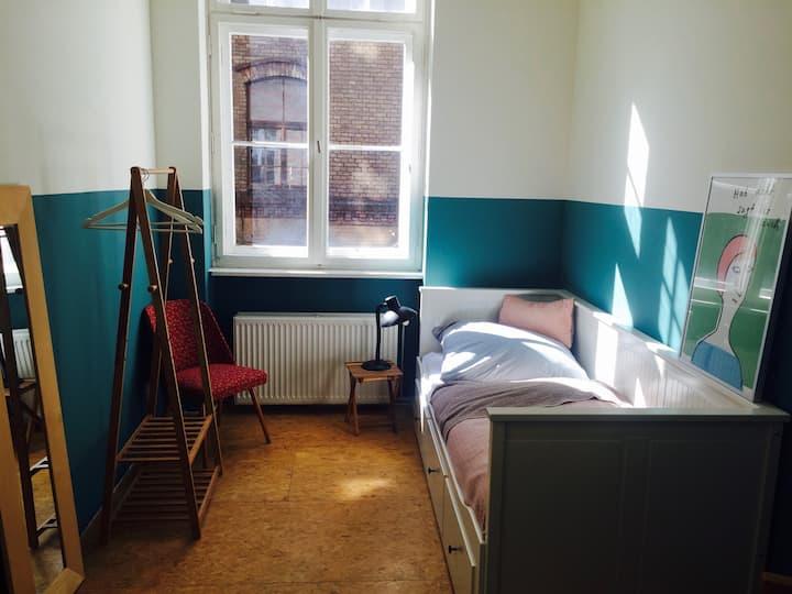 Cozy room for singles in Kreuzberg
