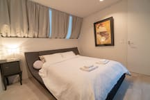 Bedroom 4 (4F): Master bedroom suite on 4F comprises comfortable double bed from German company Ruf Betten, spacious walk in closet for your hidden Imelda Marcos and adjoining shower room / WC.