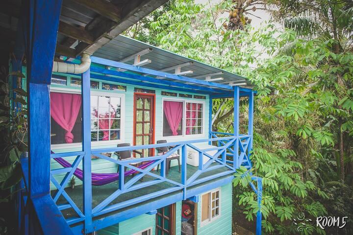 Bright double room w/ balcony & seaview