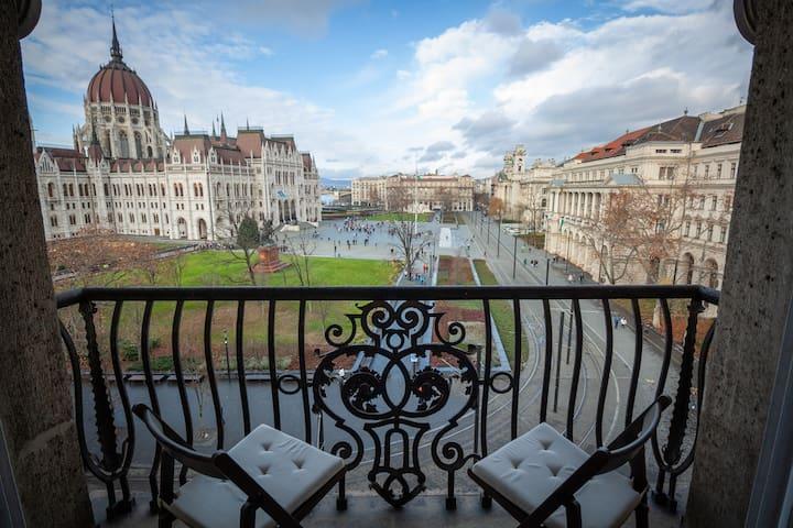 Unique Parliament View Apartment