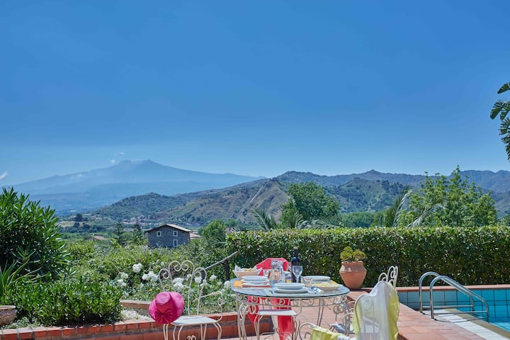 Prestigious Villa in Taormina with pool & jacuzzi
