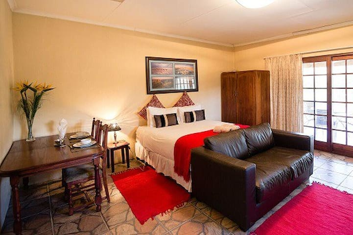 Makonde: Cottage