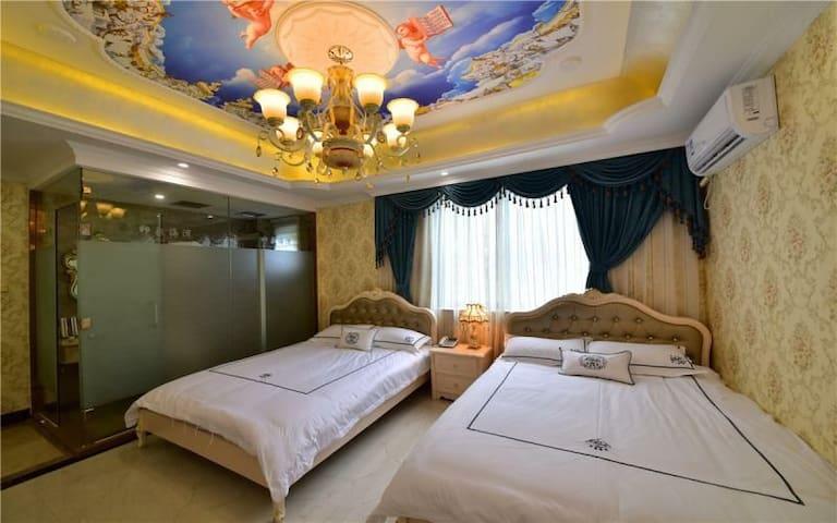 临海豪华双床房101房