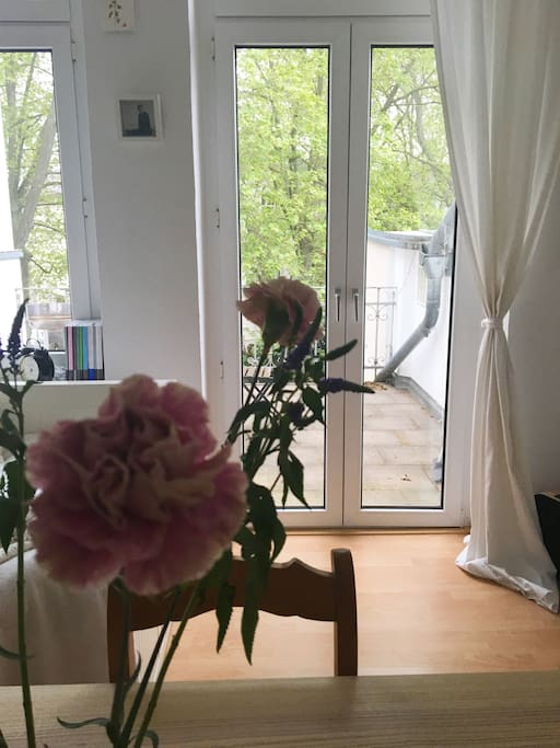 Blick auf den Balkon / View to the balcony