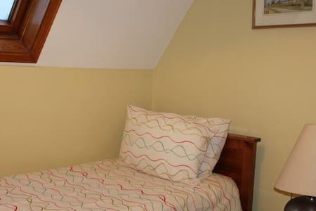Big Single Bedroom in Barn Conversion