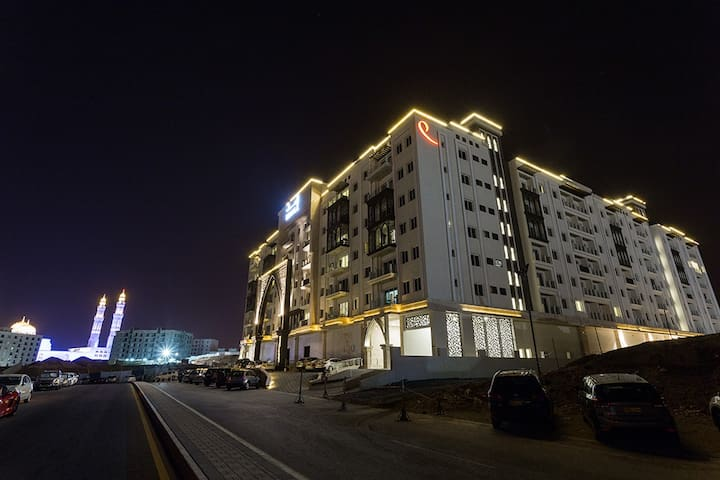 Luxury apartment, near many attractions, and quick access to the expressway