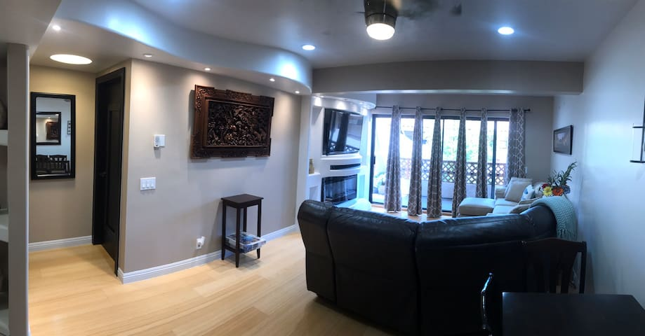 Fully Remodeled 1 bedroom, 2 baths, sleeps 4