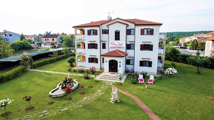 Villa Linet / Apartment with 2 bedrooms (4-5 persons)