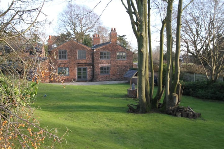 Fabulous Cottage Rooms, Lymm, Cheshire - Little Bollington