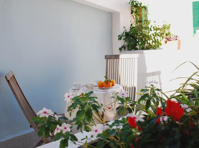 Casa Loní  bilocale con terrazzo al centro storico - Palermo - Rumah