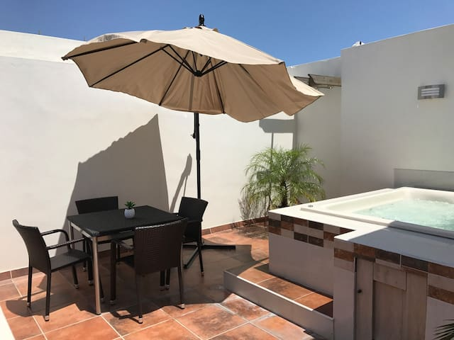 NEW TOP FLIGHT APT W JACUZZI  &POOL - Santo Domingo - Apartment