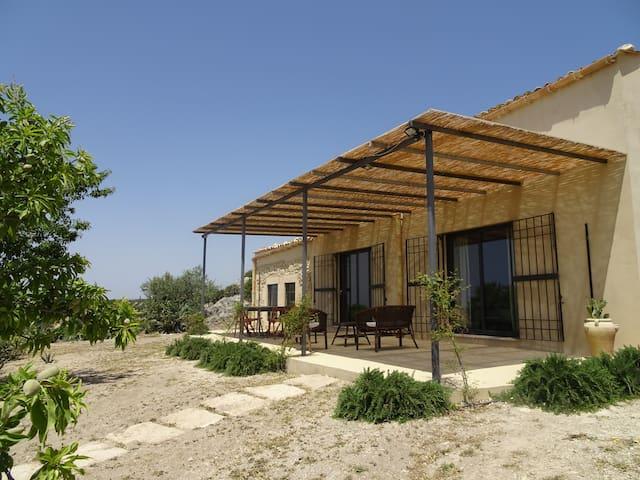 Casa vacanze nel Val di Noto - Noto - House