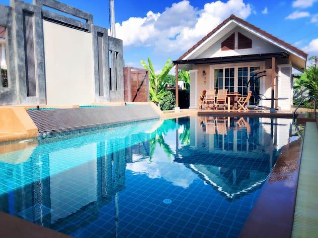 超豪华全新独幢泳池别墅,6房7卫,一线湖景,配保姆,免费接送机