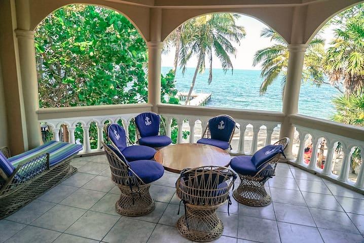 Blue Parrot Beach House - 2 Bed Villa, Upper Floor