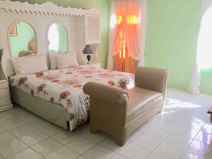 Jamaica Room at Diamond Villa