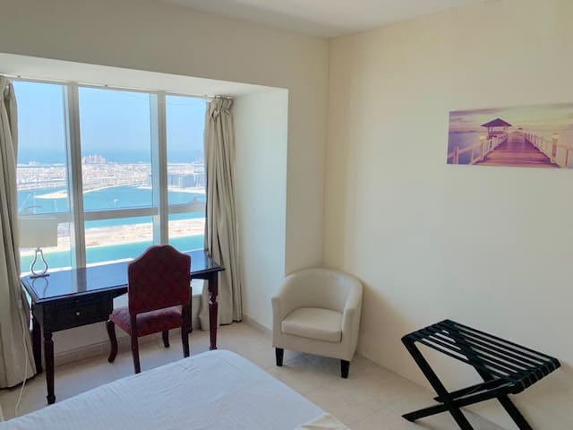PVT room with full SEA&Palm views in a lux Apt