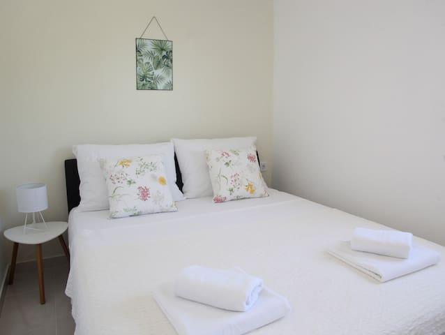 Bedroom 2 with 2 beds- first floor apartman