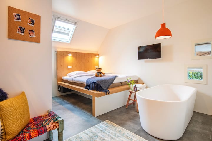 STAY FABULOUS IN OUR MOST EPIC ROOM WITH EN-SUITE