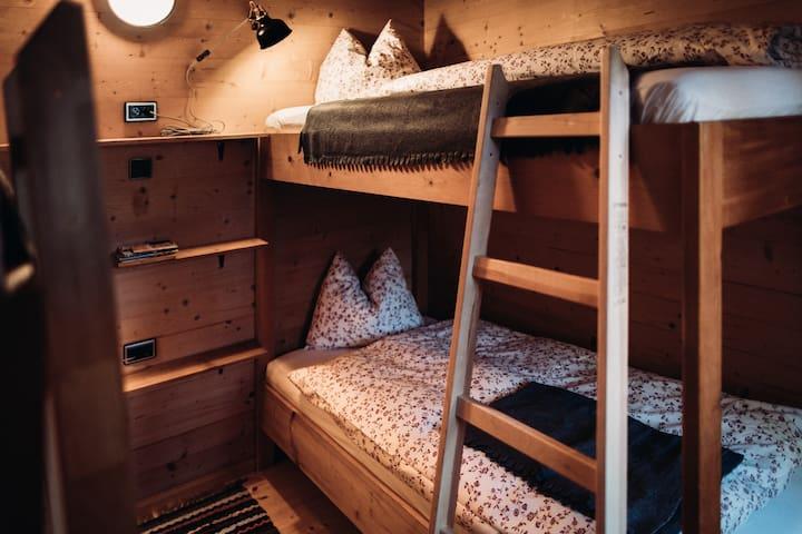 Schlafzimmer mit 4 Betten