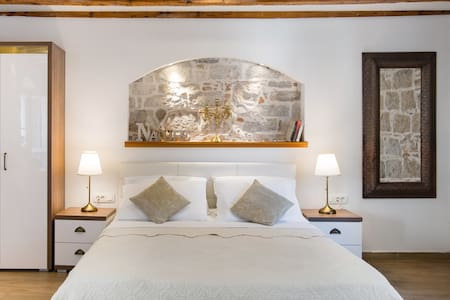 Luxury Old Town Studio with Original Stone and Beams