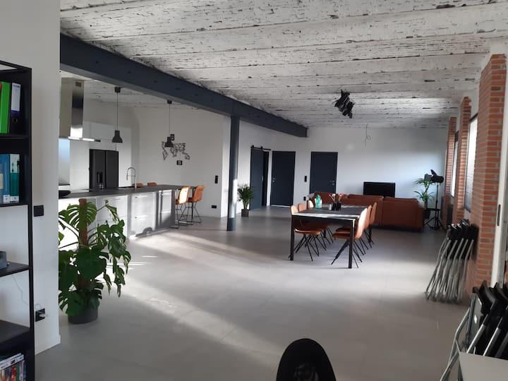 Bright room in modern Loft + free gym and sauna