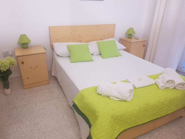 Double room-Standard-Ensuite with Shower-Street View-Room 8