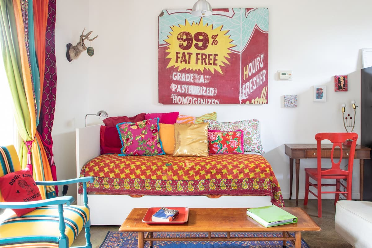 Colorful Artsy and Unusual Guesthouse in Bouldin Creek