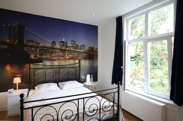2 room apartment at great location near Amsterdam - Zaandam - Casa adossada