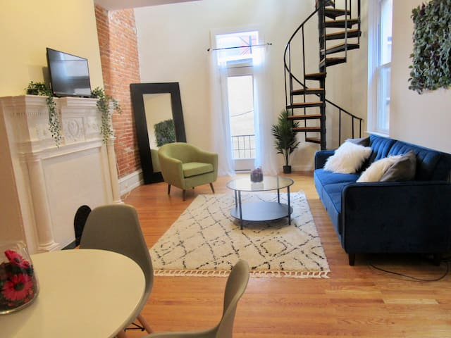 HUGE BI-LEVEL LOFT~ACROSS FROM RITTENHOUSE SQUARE!