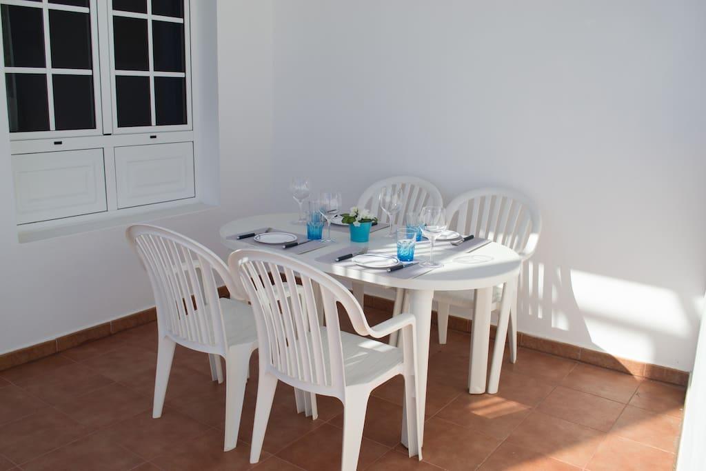 Comedor en la terraza privada