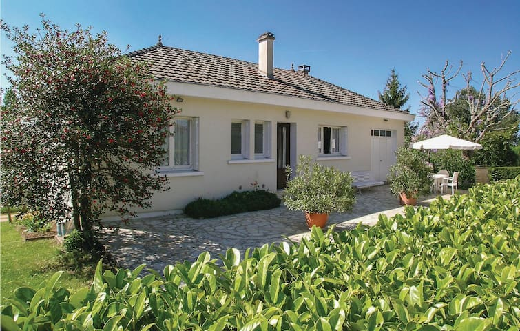 Holiday cottage with 3 bedrooms on 100m² in Plazac