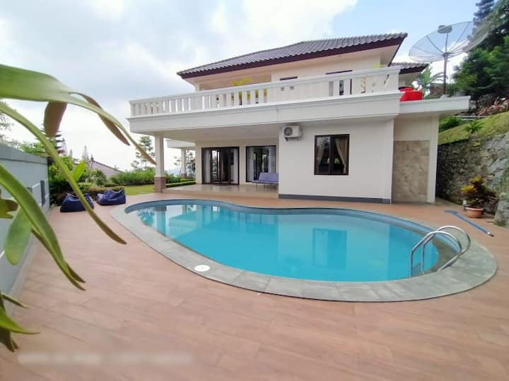 luxury villa 4BR puncak cisarua