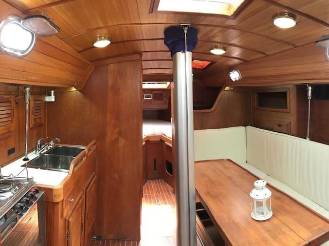 Santippe classic boat