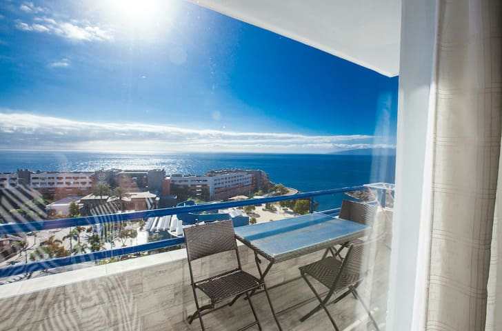 Adeje, Oceanview, super 1 bedroom. Pool. WIFI.