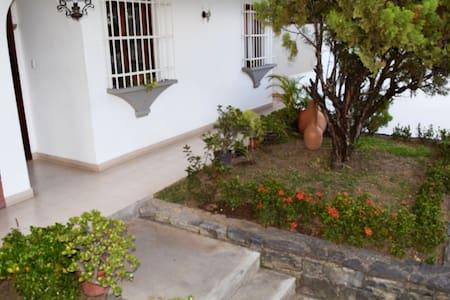Acogedora y cómoda habitación con clima de montaña - Caracas