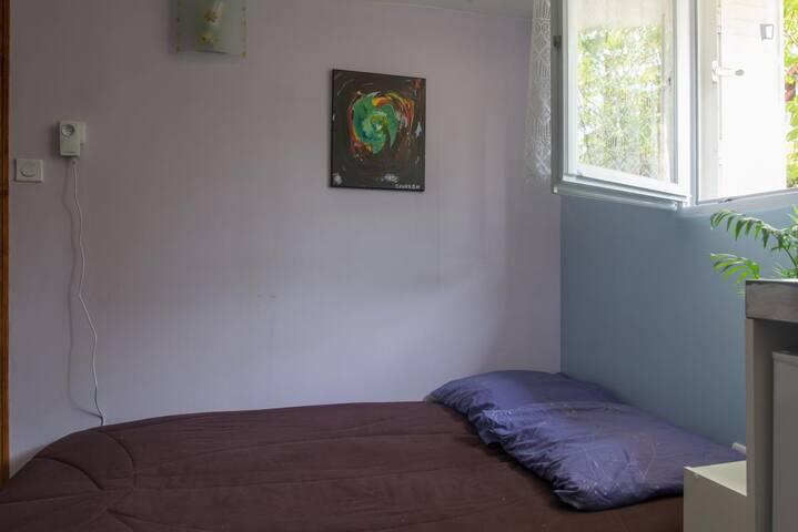 Clic-clac déplié en lit très confortable avec matelas Bultex