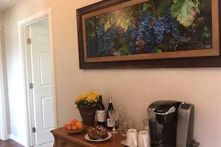 Wine Country Blue Bird En-Suite - Windsor - Bed & Breakfast