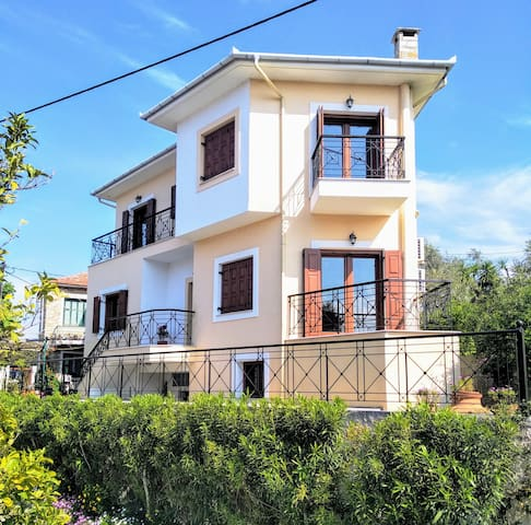 Pelion-Seaside Luxury House with parking