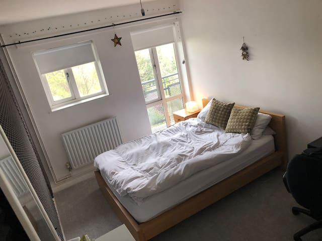 Cosy double room with beautiful views of London.