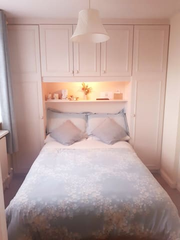 Ensuite room in beautiful period house