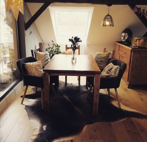 Room in stylish apartment+free parking