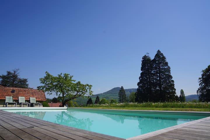 Gite dans parc arboré avec piscine - Marnoz - Apartment