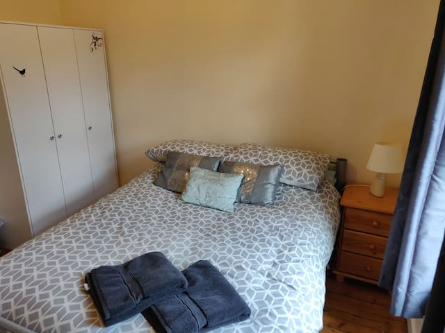 Great room close to city