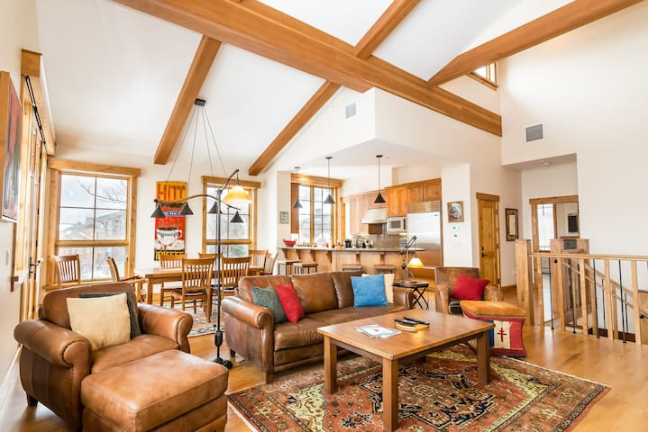 Book Your Luxury Ski Vacation! 4BR Mtn Cabin