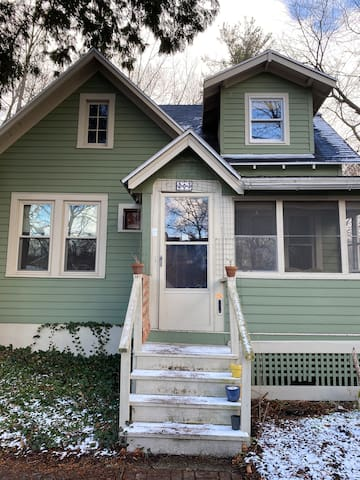 Cute home, close to downtown- very cozy